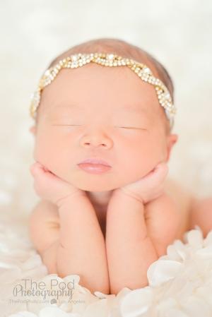 best-newborn-baby-poses-los-angeles