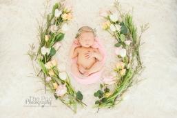 floral-wreath-newborn-girl-creative-styling